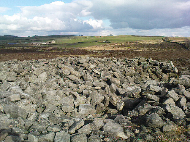 Bradley Moor Cairn - looking down to the Long Cairn