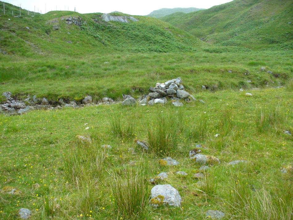 MacRee's Cairn & adjacent rubble