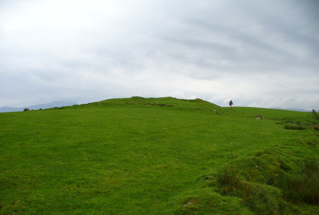 The mound of Ballachraggan tomb